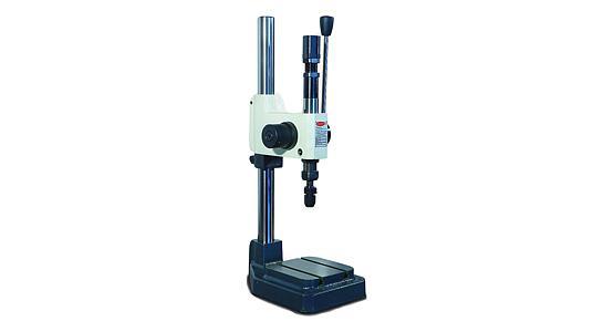 Stroj pre mechanické značenie vytlačením